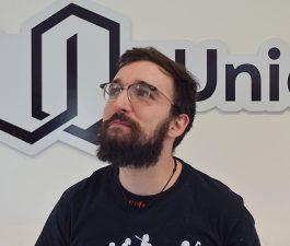César García programador Uniqoders